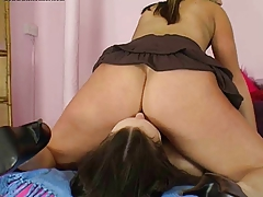Lezz Sniff Milfs Ass And Pussy2