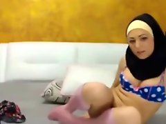 Sexy Hijabi Girl On Cam